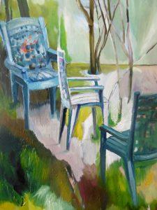 3.Drei Stühle an rosa Fläche
