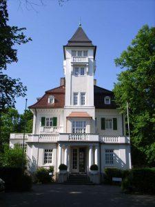 Gutshaus-Fruehling_1200px
